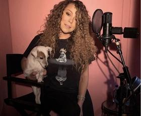 Mariah Carey nas je očarala v čudoviti večerni obleki