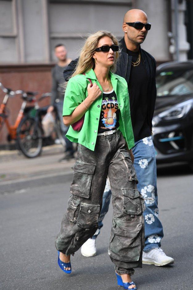 Pozabite na kavbojke, to jesen se vračajo te dolge hlače - Foto: Profimedia
