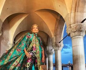 Osupljiva modna revija Alta Moda Dolce & Gabbana v Benetkah se je ponašala s strelami in mavrico