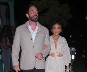 Jennifer Lopez kontroverzno kombinirala ta dva vzorca in nismo prepričani, ali nam je všeč
