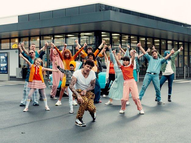 Na ta pop hit boste plesali cel mesec - Foto: Promocijsko gradivo