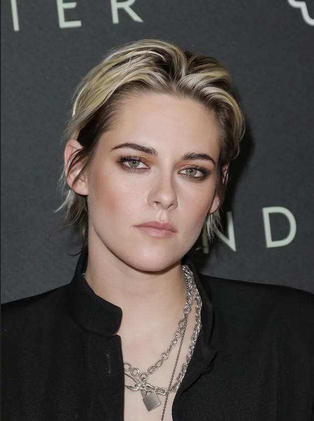 Kristen Stewart na beneški filmski festival prišla z novo jagodno blond barvo las. Poglejte, kako ji pristoji - Foto: Profimedia