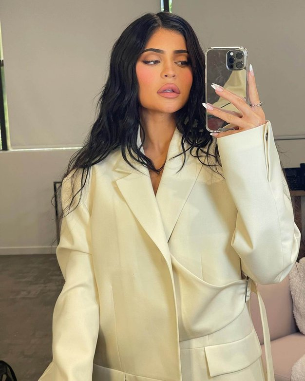 Kylie Jenner v javnosti prvič po razkritju nosečnosti kar v treh seksi stajlingih, oglejte si jih tukaj - Foto: Profimedia