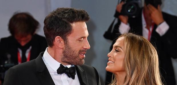Jennifer Lopez skupaj z Benom Affleckom po 20 letih spet blestela na rdeči preprogi