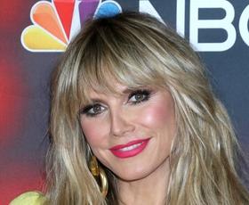 Heidi Klum navdušila v rumenem kostimu v stilu Abbe