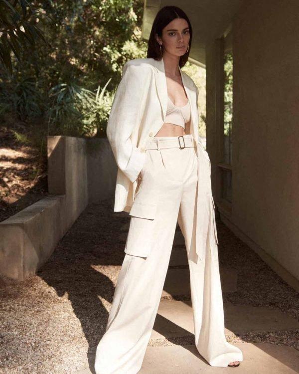 Kendall Jenner na tednu mode v New Yorku drzna v najbolj oprijeti usnjeni mali črni obleki doslej - Foto: Profimedia