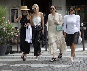 8 brezčasnih modnih kosov, ki jih ima v svoji omari vsaka dobro oblečena Francozinja