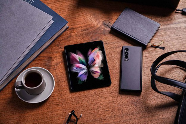 Iz galaksije Samsung sta prišla ta dva pametna lepotca, ki v sebi skrivata tudi veliko moči - Foto: Samsung