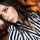 Victoria Beckham je svoje značilne kavbojke na zvonec zamenjala za ta nepričakovani model