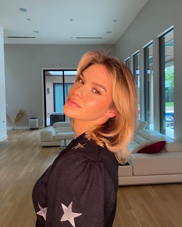 Zaljubili smo se v srajčno obleko iz Zare Anamarie Goltes (še vedno je na voljo!) - Foto: Instagram