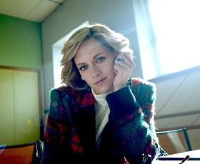 Kristen Stewart z novo podobo in britanskim naglasom v vlogi princese Diane popolnoma neprepoznavna! Oglejte si napovednik novega filma