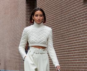 Ulični slog v Milanu napoveduje nove trende - tukaj so najlepši stajlingi