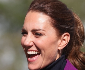Kate Middleton je kostim tokrat kombinirala čisto drugače