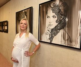 Akademska slikarka Jerneja Smolnikar o čipki, upodobitvi čutnih žensk in odnosu Slovencev do umetnosti