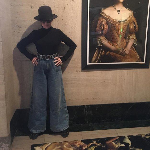 Diane Keatonše posebej obožuje en par kavbojk, ki jih ne more prehvaliti, tako kot menda vsi, ki jo srečajo v …