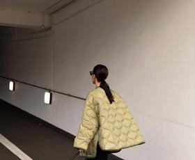 To je najbolje prodajana jakna v H&M ta hip, ki jo obožujejo vsa modna dekleta