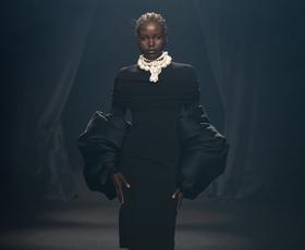 Modna revija stoletja - največje svetovne modne znamke so se poklonile oblikovalcu Alberju Elbazu