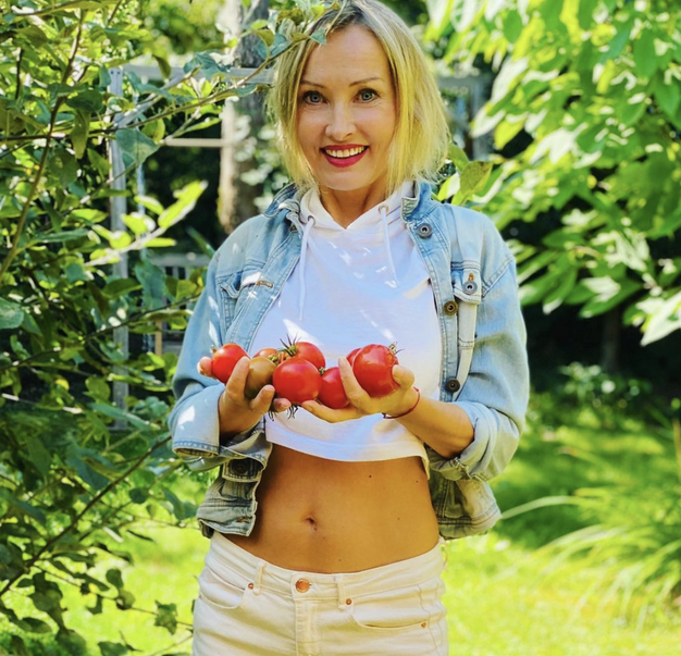 Tanja Ribič znova navdušuje v barviti modni kombinaciji - Foto: IG