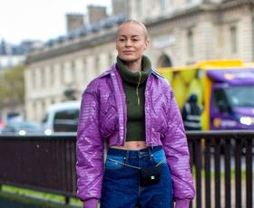 Poslovite se od svetlih kavbojk, modne revije napovedujejo ta trend