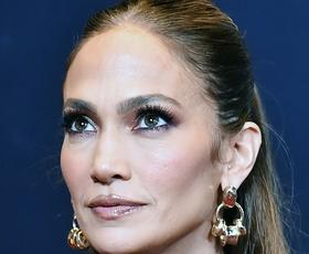 Jennifer Lopez je videti izjemno v čudovitem stajlingu z rjavim usnjem