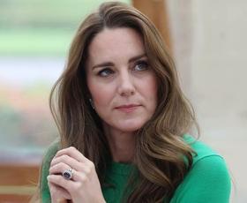Kate Middleton ponovno nosila Zarin kos v najbolj trendni barvi zadnjih mesecev
