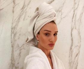 Če imate redke lase, v šampon dodajte ti dve sestavini: to je trik, s katerim lasje hitreje rastejo in manj izpadajo