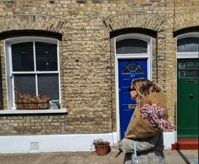 V zakulisju: Kako stanovanje opremiti s pohištvom iz druge roke? (dnevnik sodelujoče urednice Ane)
